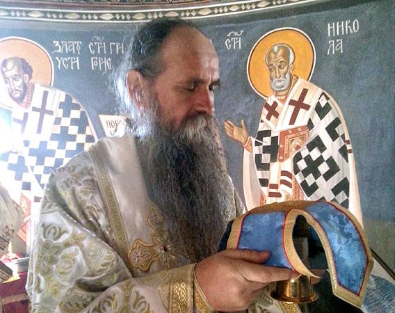 На Задушнице Владика Јоаникије служио у манастиру Косијерево