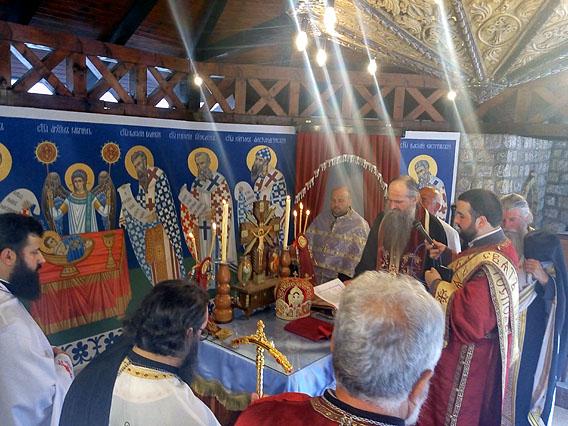 Епископ Јоаникије служио празнично бденије у манастиру Куманица
